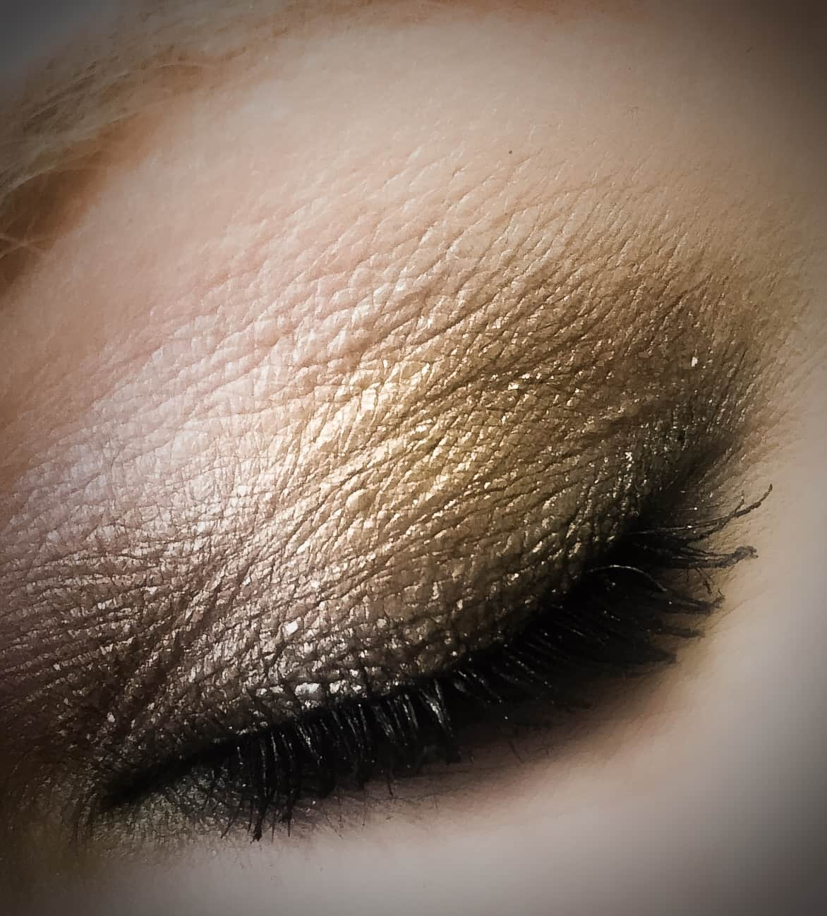 Do you want See what eyeshadow was used to create the same look as Alison DiLaurentis from the Pretty Little Liars opening credits.