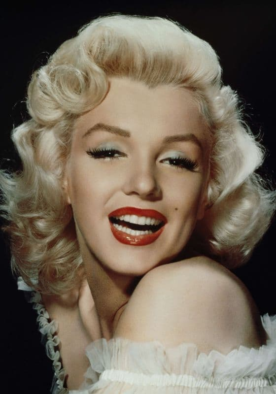 Marilyn Monroe has a well-known widows' peak. What type of hairline do you have? Find out all about the different types of hairlines..